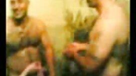 Russische Großmutter und ein Mann mit zwei Studenten in einer sex video reife frauen Hütte