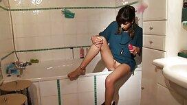 Großer Kandidat für Hahn tritt leicht sex video alt und jung in beige Speichel und schwache Abdeckung der nassen Hose ein.