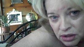Blonde masturbiert in reife frauen sex video der sauna.