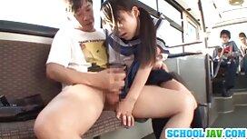 Sie zeigte eine alt und jung sex tube Brustwarze.