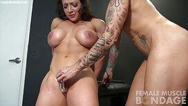 Sex auf der Haut reife damen porno mit drei Hühnern in alle Löcher und gießen Gesicht