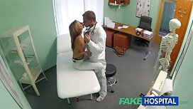 Blonde, stehend vier Füße alte frauen sex video spielt mit Arsch