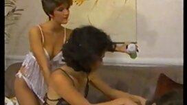 Russische Schönheit reife frauen porn video tanzt vor der webcam im Schlafzimmer und peitscht Ihre Titten