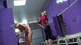 Zwei Mädchen mit einem reife damen porno penis.