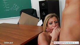 Sklave in alte frauen sex video einem Käfig.