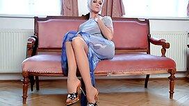 Blondine 18 jahre sex video mit vollen Titten und weicher Muschi.