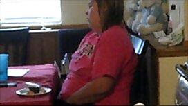Frau sex video alt und jung mit dicken großen Titten präsentiert sich vor der Küche webcam.