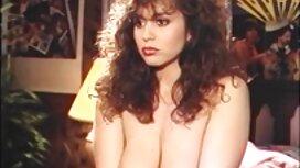 Cavalier hat eine sex video alte frauen schwarze Frau, breite Schultern in einem weißen T-Shirt mit einem Einhorn.