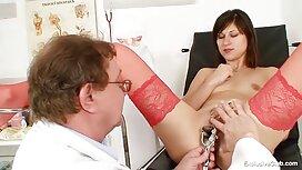 Nicky sex video alt und jung Delano zeigt dem Kerl in der Nähe des Hauses ihre Titten und ihre Muschi auf dem Teppich