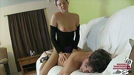 Ein Mann, der Gandon benutzt und alt und jung sex video asiatische Frauen im Bett tippt