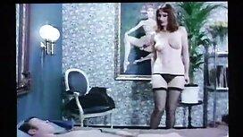 Mama alte frauen nackt video in einem jungen Mann auf dem Tisch.