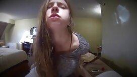 In einem öffentlichen Badezimmer mit einem Mädchen reife frauen sex video in einem blauen Badeanzug