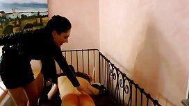 Eine reife frauen videos Frau vor der Kamera, transparente Dessous und Strümpfe.